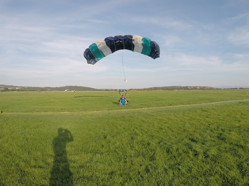 Gaz skydive with a soft landing