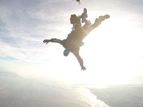 Gaz skydive falling