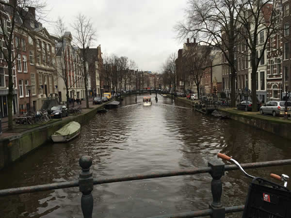 It wouldn't be a blog of Amsterdam without a picture of a canal!